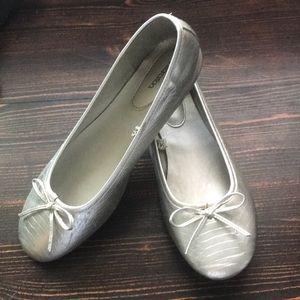xhilaration women's flat silver shoes